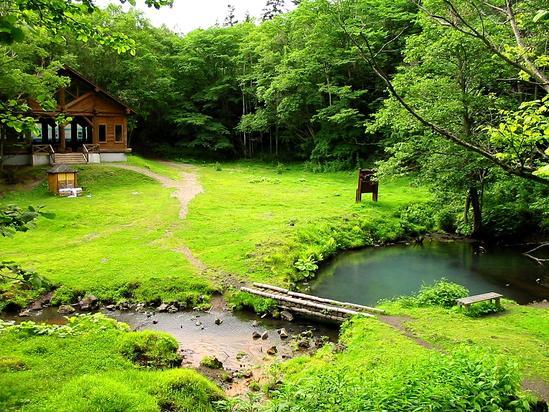 オンネトー湯の滝 マンガン形成資料の小屋